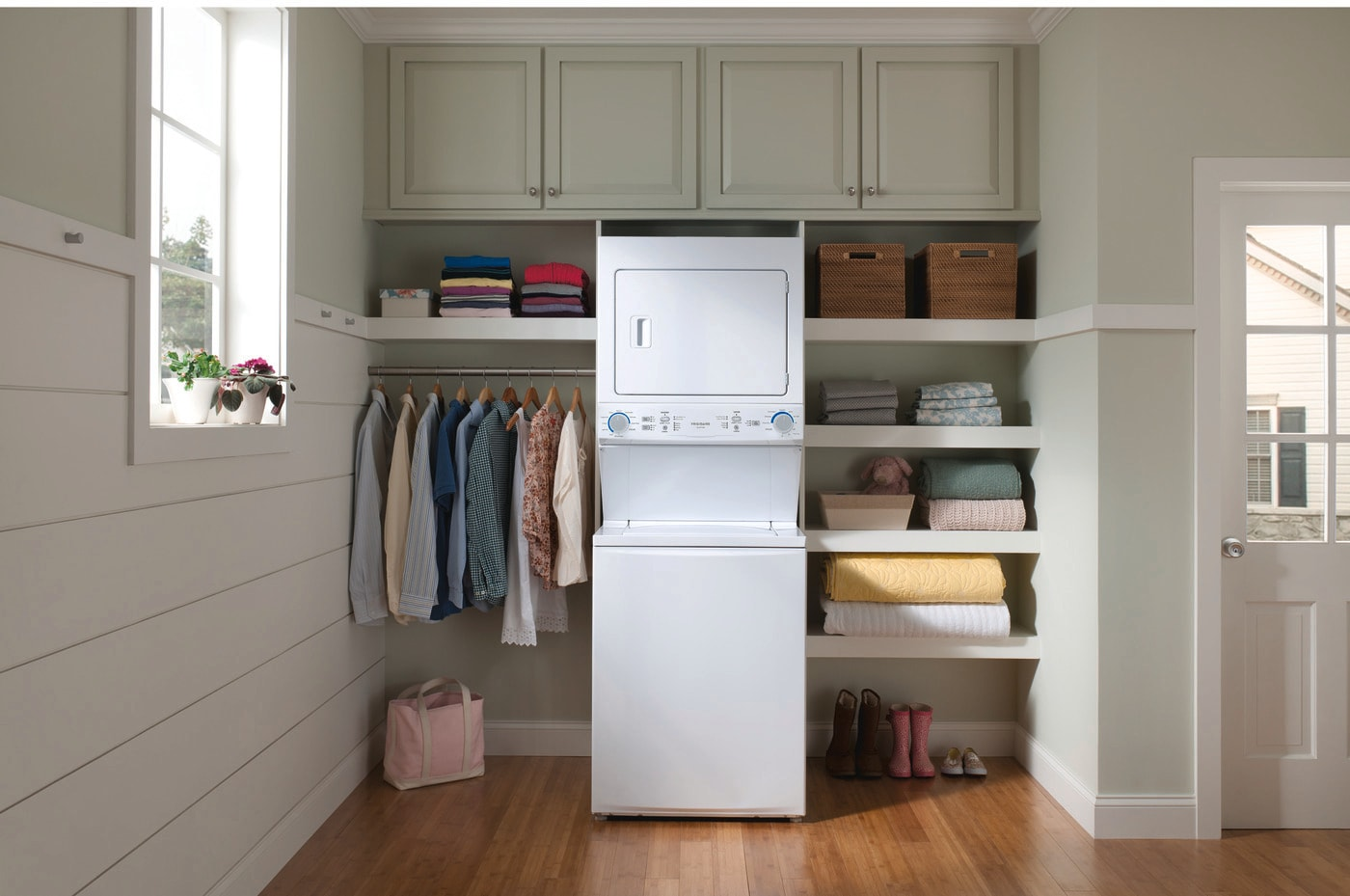 Lavadora / secadora eléctrica Centro de lavandería - 3.9 Cu.  Lavadora de pies y 5.5 Cu.  Pie.  Secadora Blanca FLCE7522AW